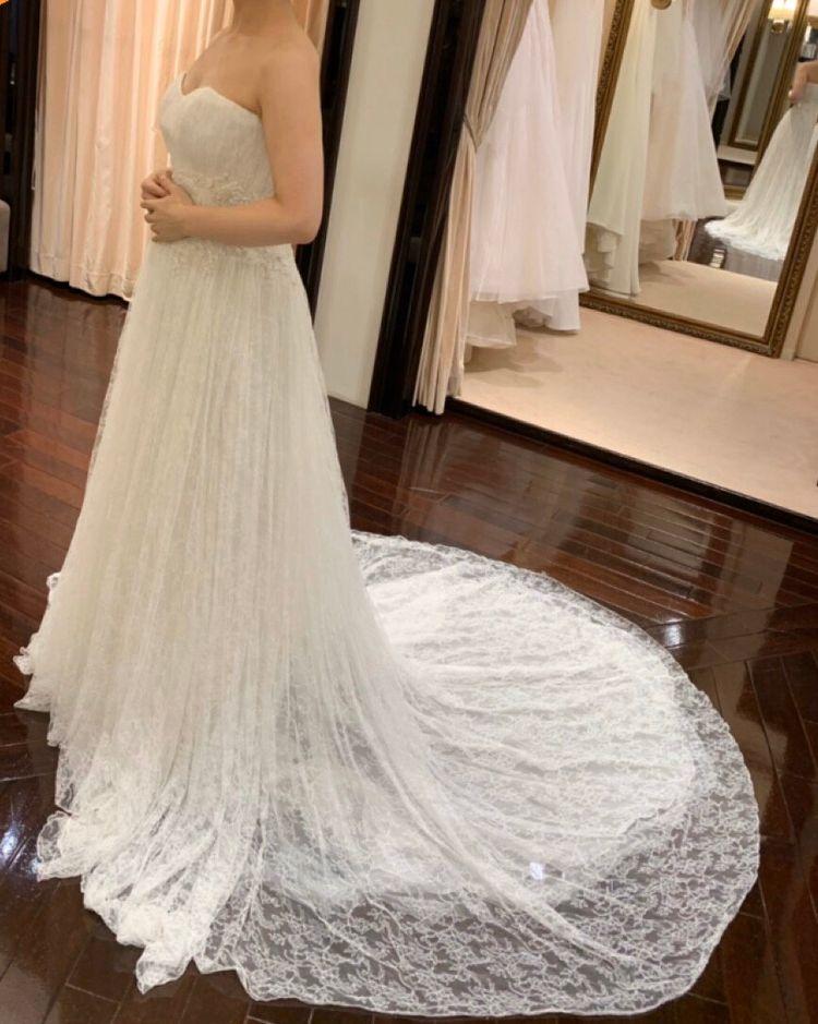 華奢でかわいらしいドレス