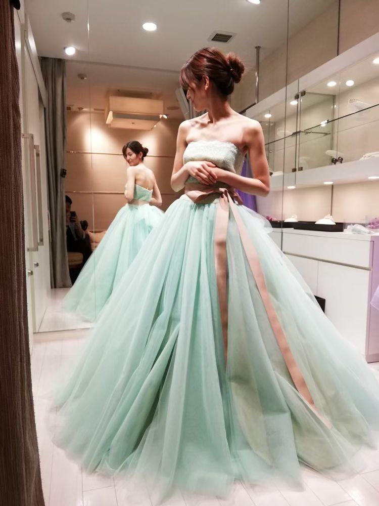 淡いグリーンのふんわりドレス