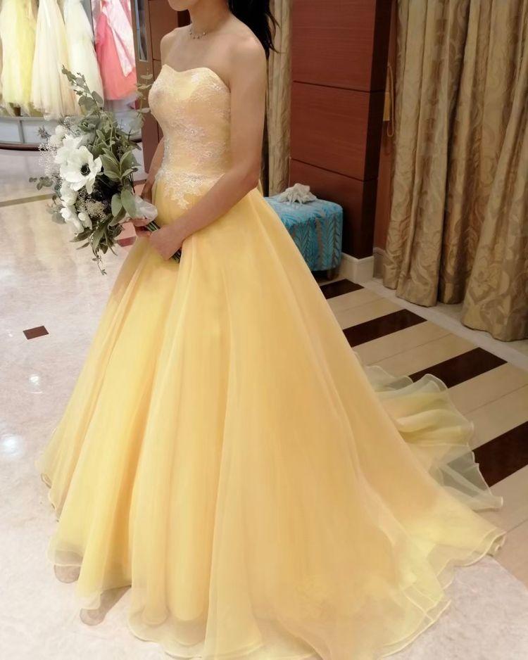 明るい雰囲気がかわいいドレス