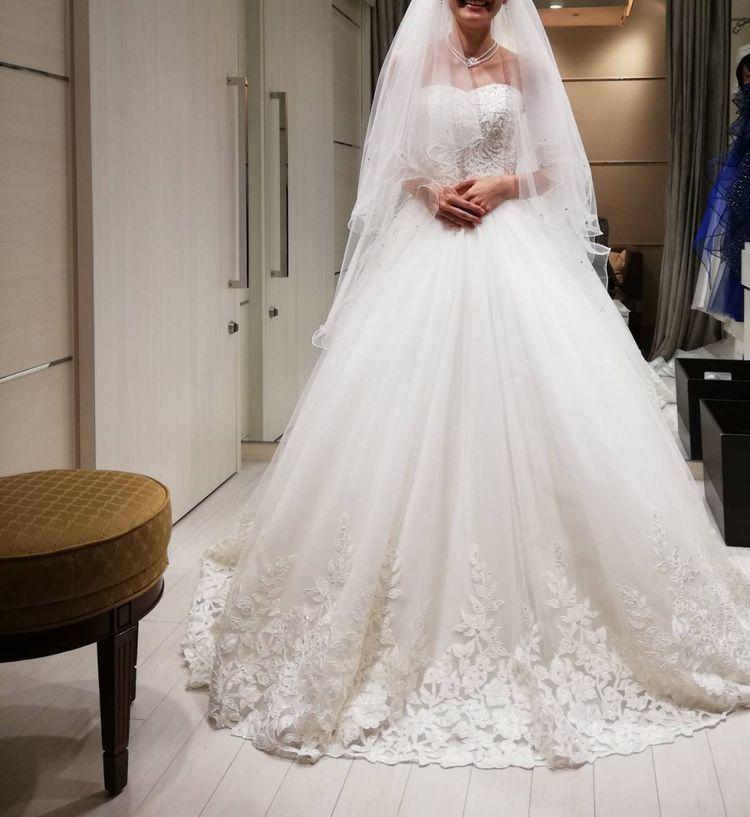 刺繍がかわいいウェディングドレス