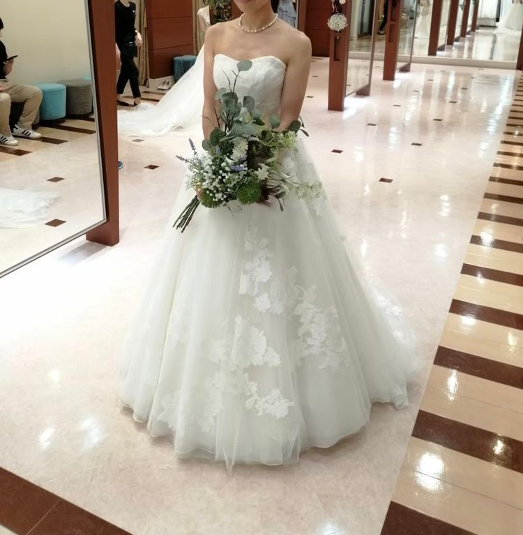 刺繍がかわいいドレス