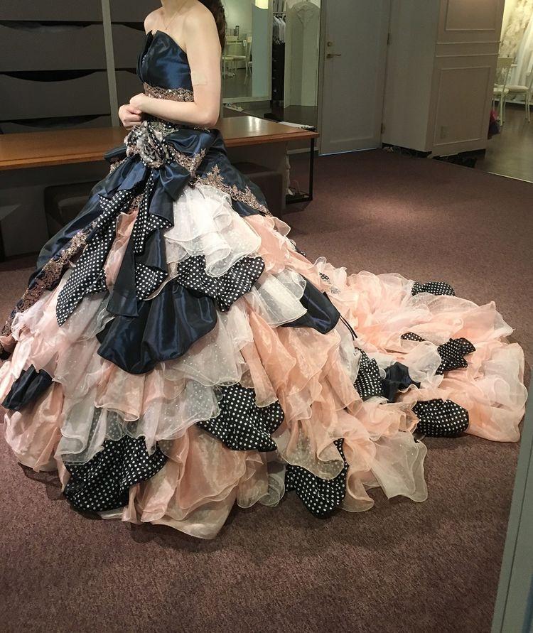個性的で他にはないデザインのドレス!