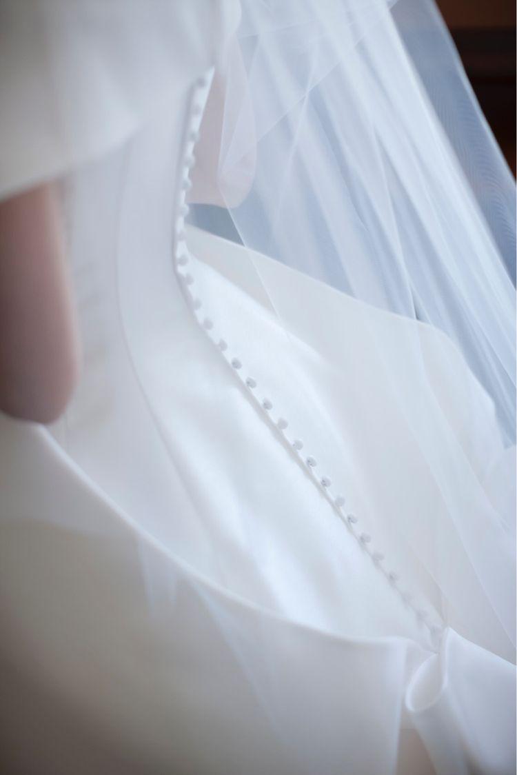 オードリーを思わせる気品溢れるドレス