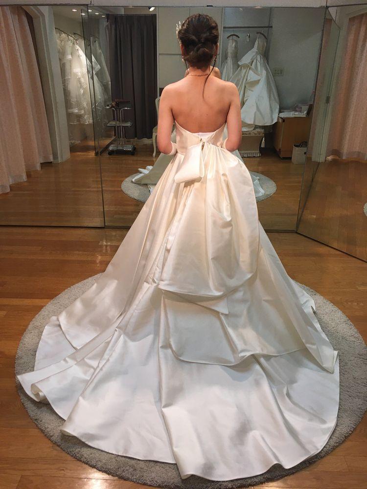 大人っぽい後ろのリボンが素敵なドレス