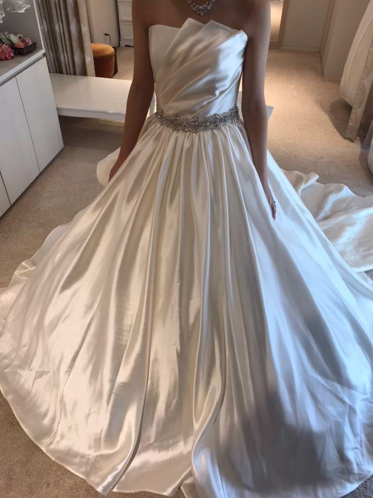 シックな印象のウェディングドレスです!