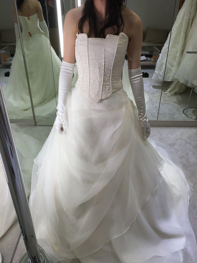 セパレートタイプのシンプルなドレス