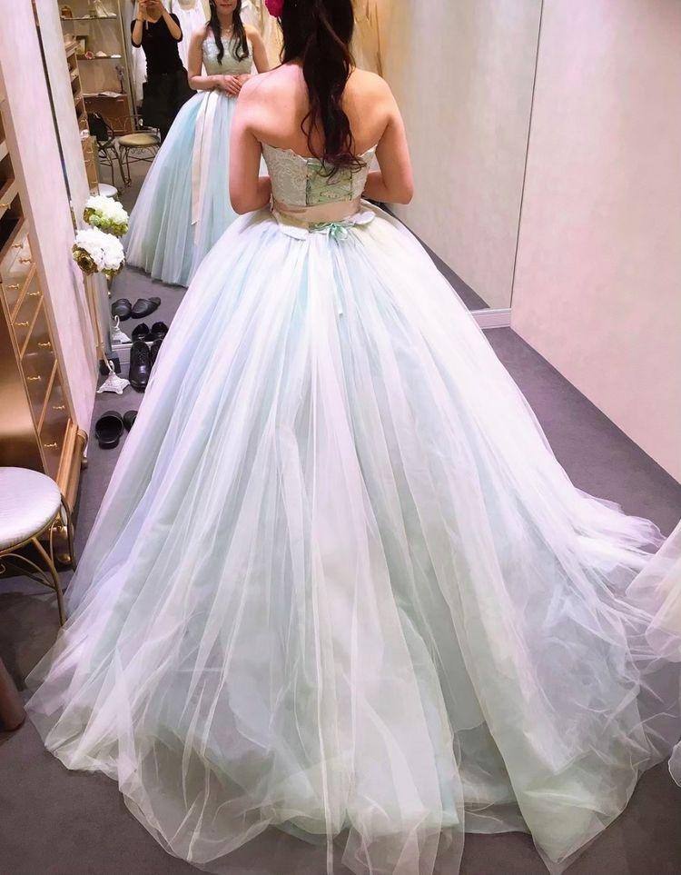 パステル水色の爽やかなドレス