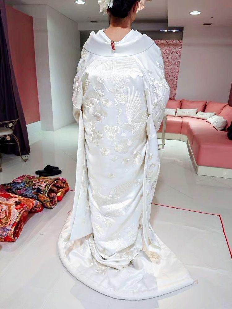 縁起のいい鶴が入った純白の白無垢