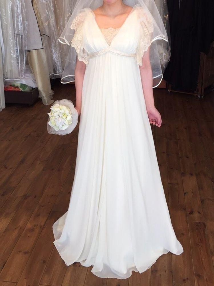 妊婦さんにもおすすめ。ゆるくてかわいいデザインのドレス。