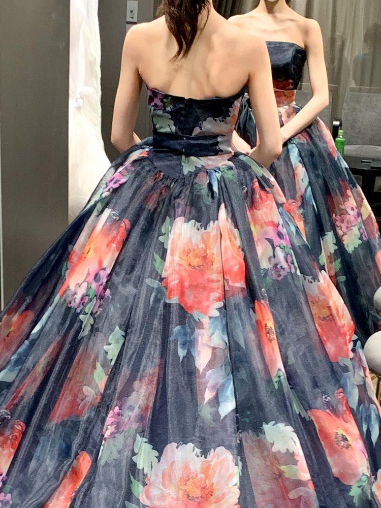 お花柄のプリント柄ドレス