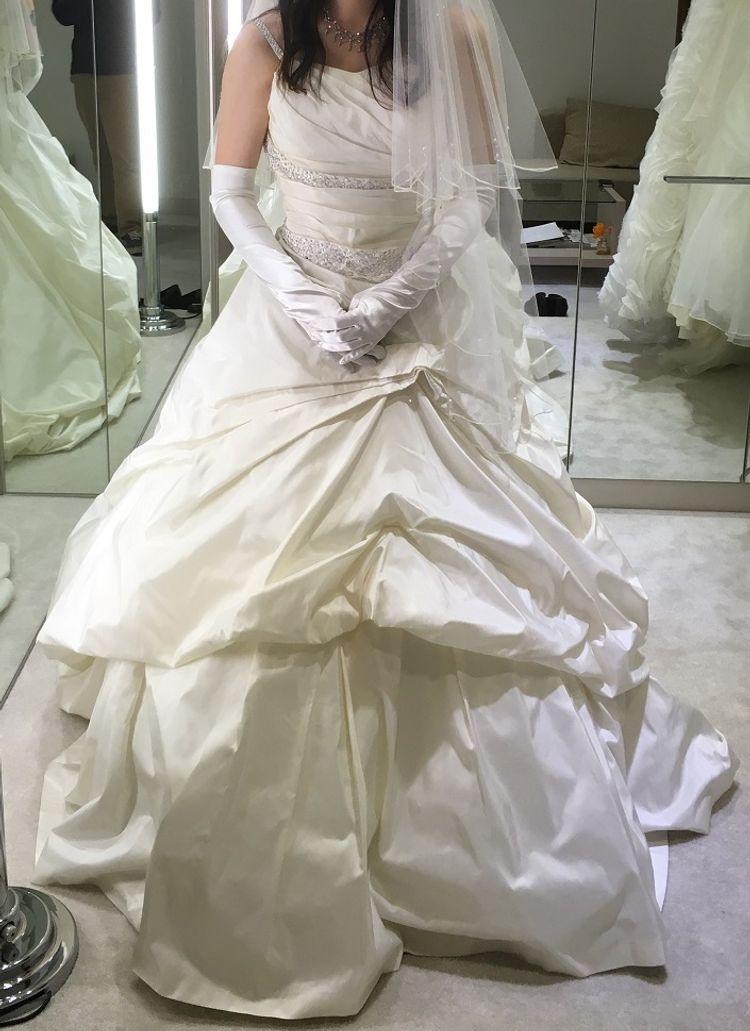 スカートのボリュームが可愛いドレスです。