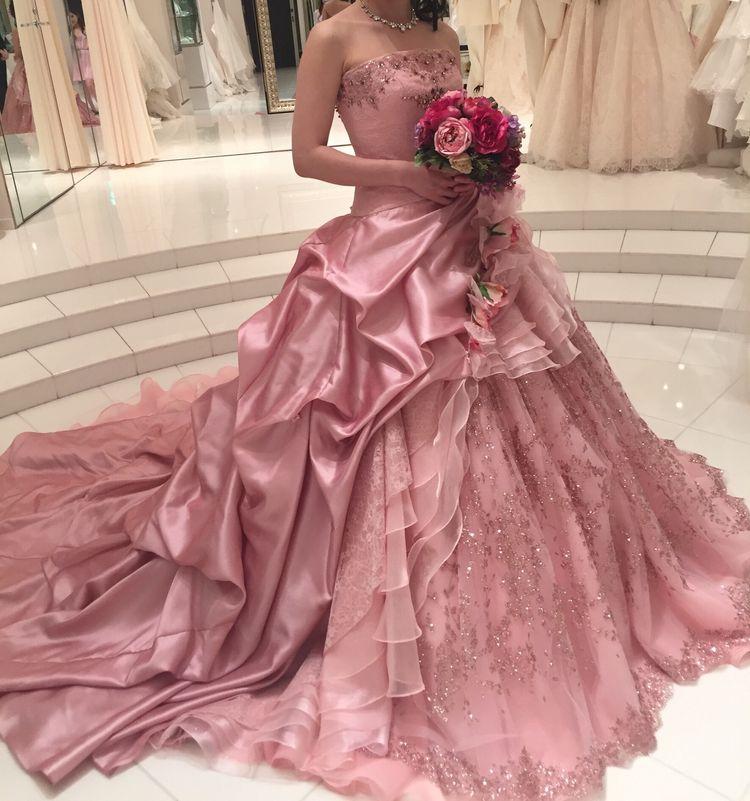 神田うのデザイン!豪華なカラードレス