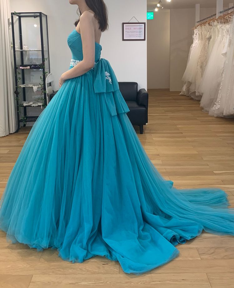 ジャスミン色のドレス