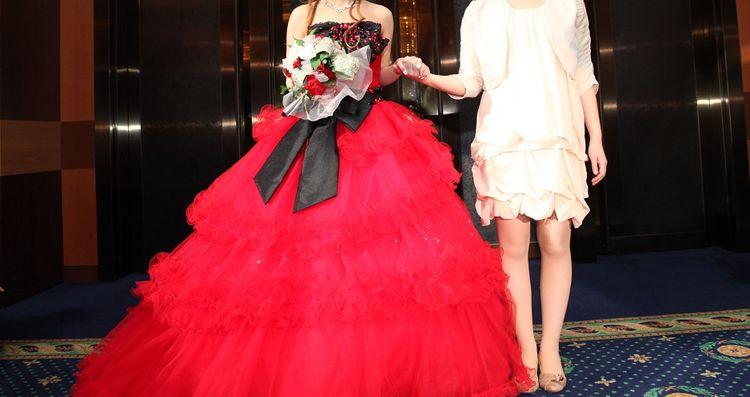 ビジューとリボンとチュールがかわいいプリンセスラインのドレス