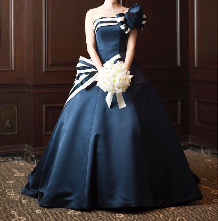 究極の紺白ドレス