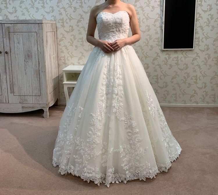 お花の刺繍が可愛いドレス
