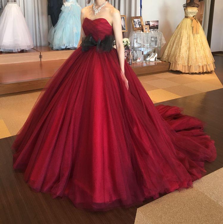 印象に残るカラードレスです