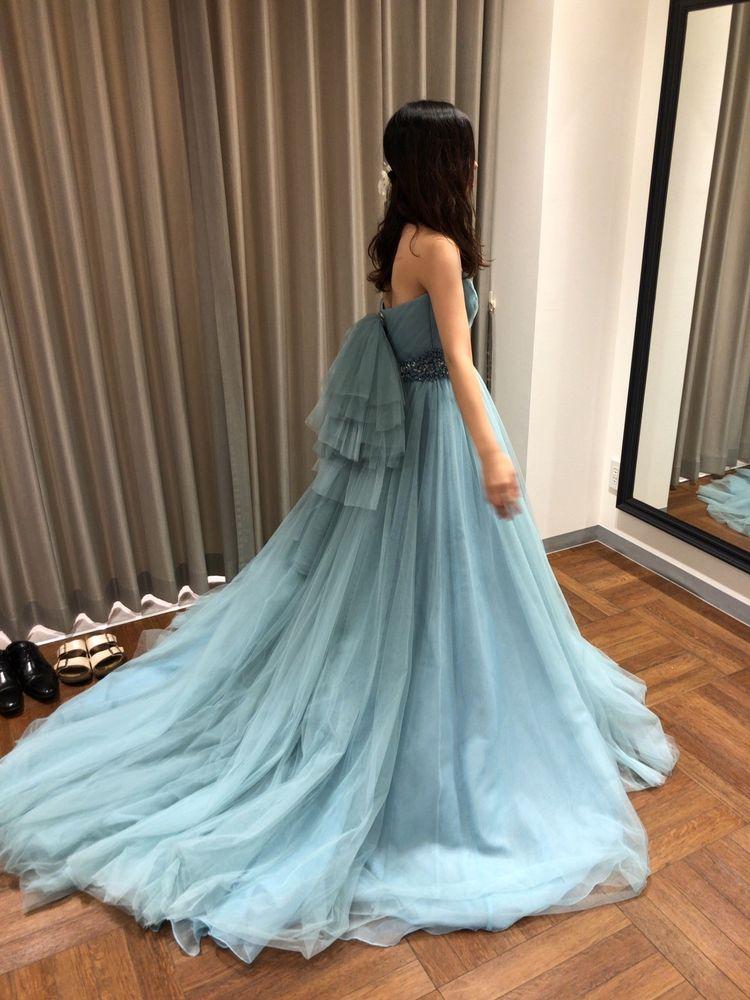 綺麗なターコイズ色のナチュラルプリンセスドレス