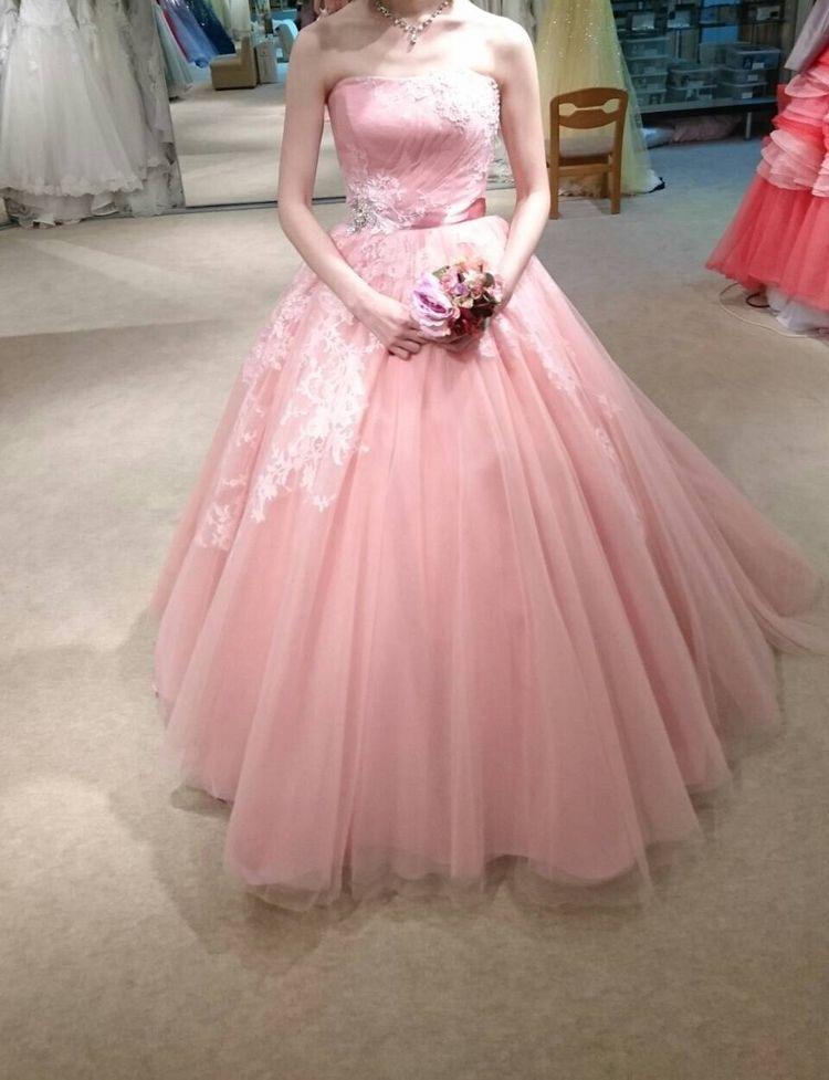 キュートなピンクのカラードレスです