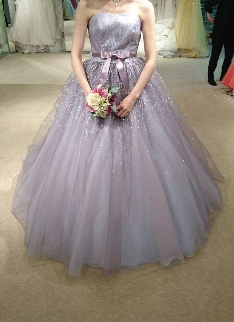 ラメ装飾がきれいなカラードレス