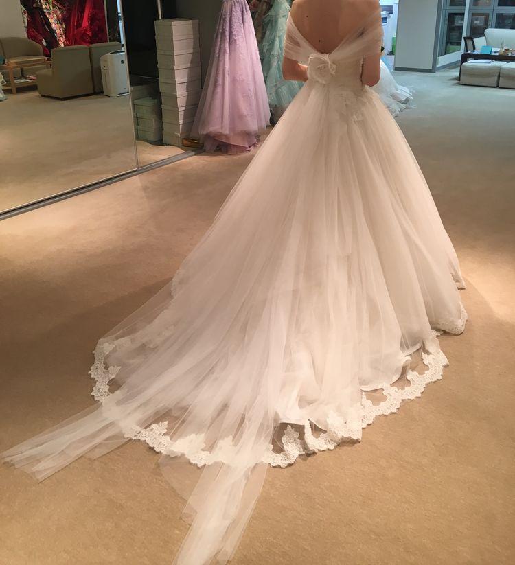 チュールのかわいいウェディングドレスです