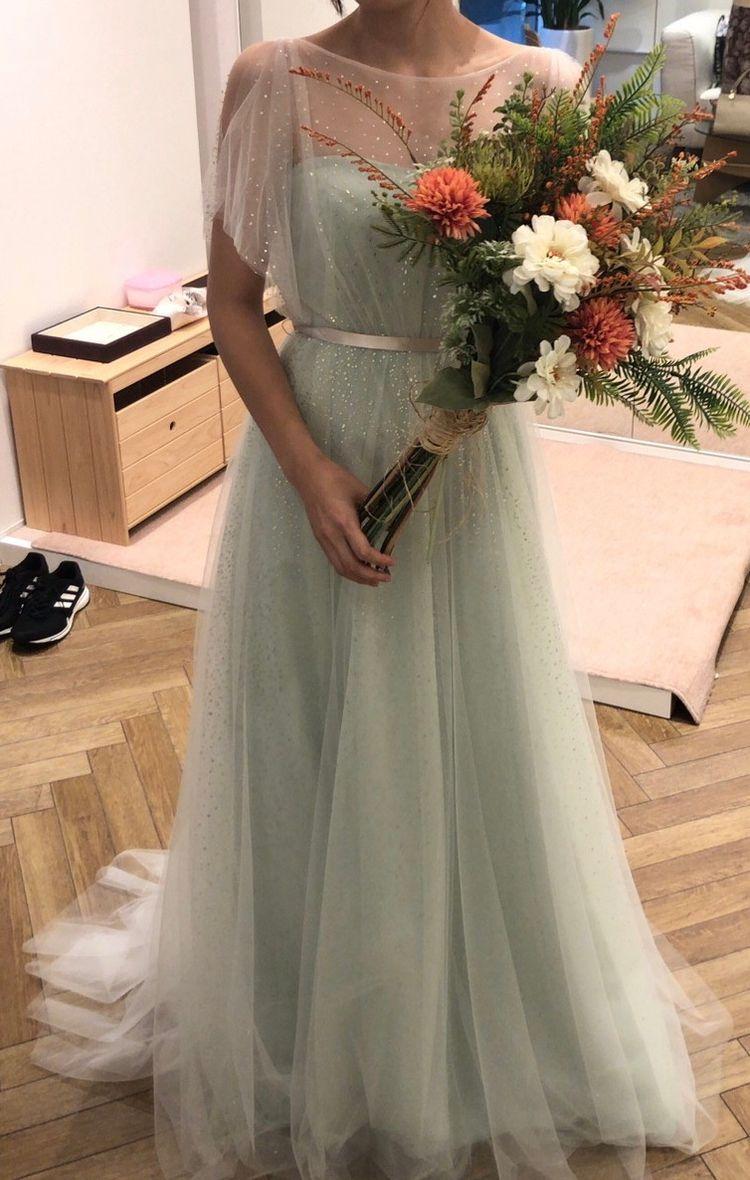 ラメシースルーとグリーンのインナードレスを合わせたドレス