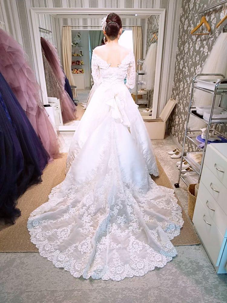 バックトレーンが素敵なドレス