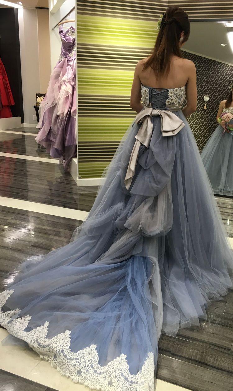 くすみカラーのドレス