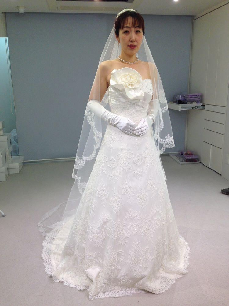 アラフォーの年頃の結婚式にはシンプルできらめく清爽なドレスで