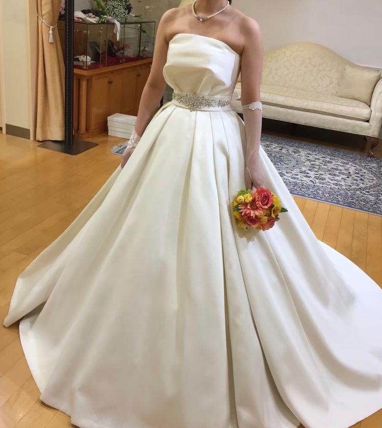シンプルで上品なドレス