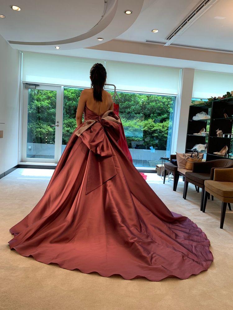 ワンポイントあるドレスです