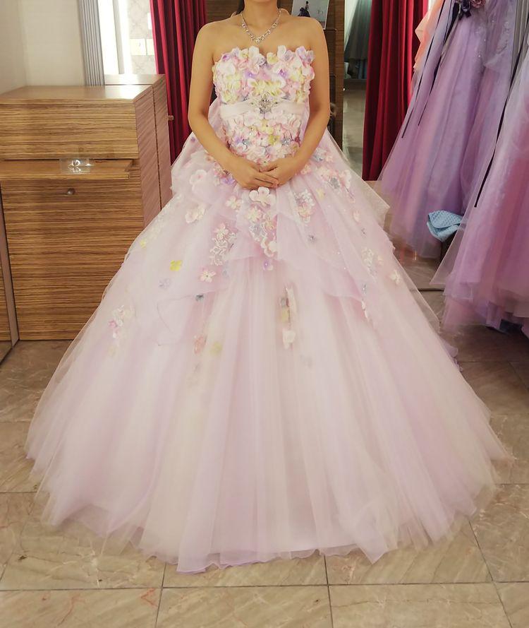 薄パープルの甘いお花のカラードレス