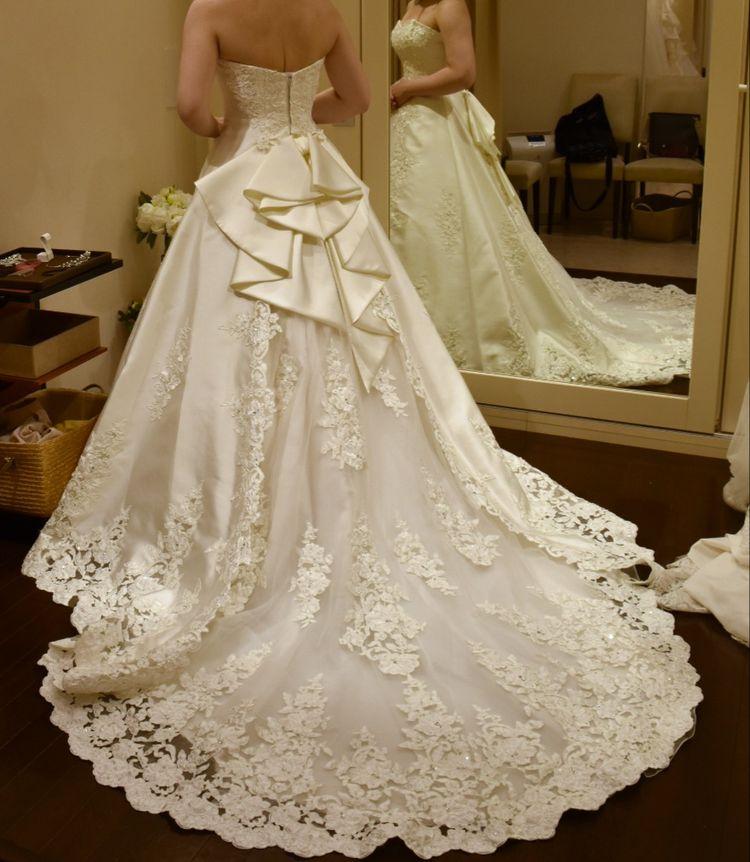 王道ウェディングドレスで、後ろ姿が可愛い。