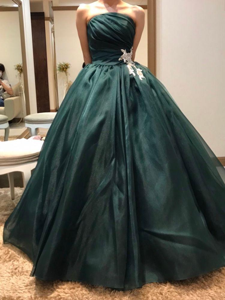 深いグリーンが大人可愛いドレス