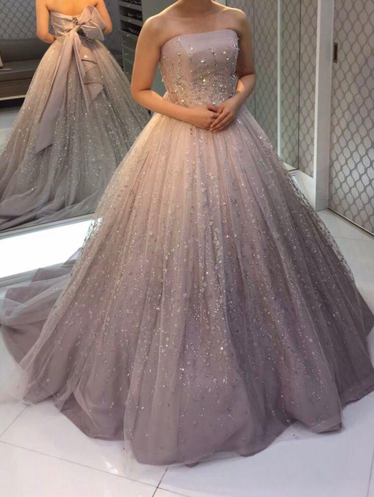 上品にひかるドレス