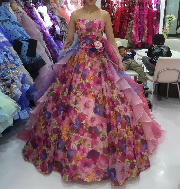 派手めの小花柄ドレス