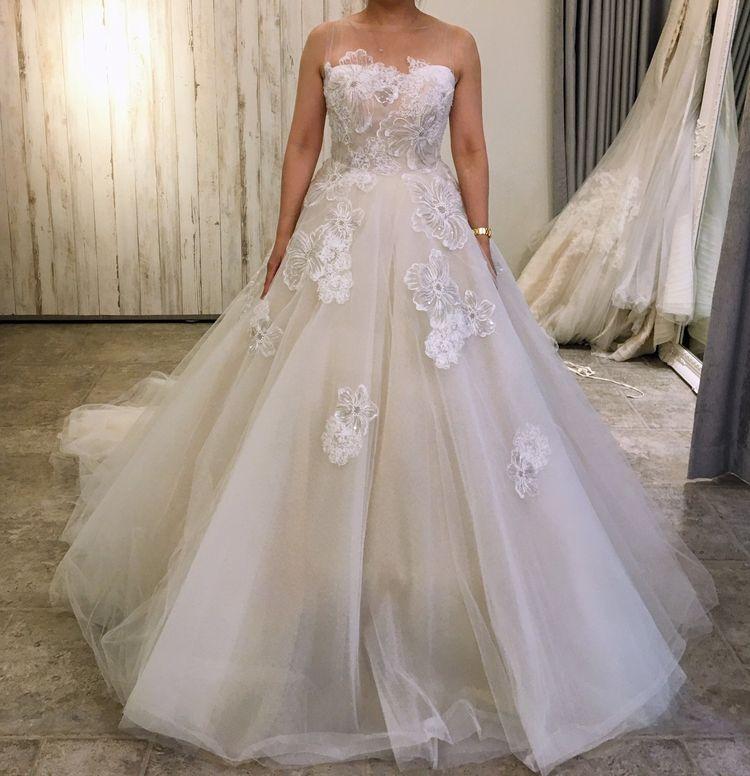 大きなお花の刺繍が可愛いモニークルイリエのドレス