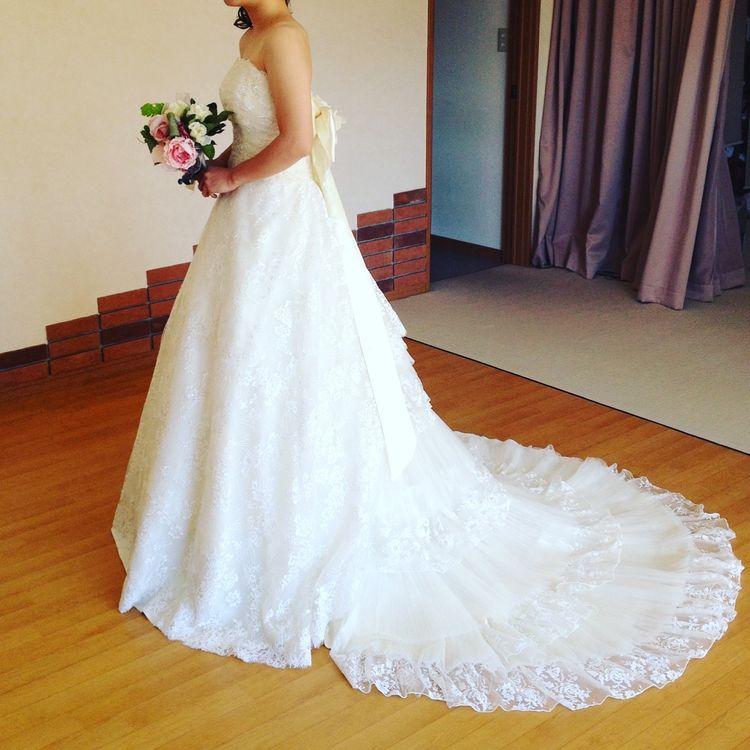 後ろ姿が素敵なドレス