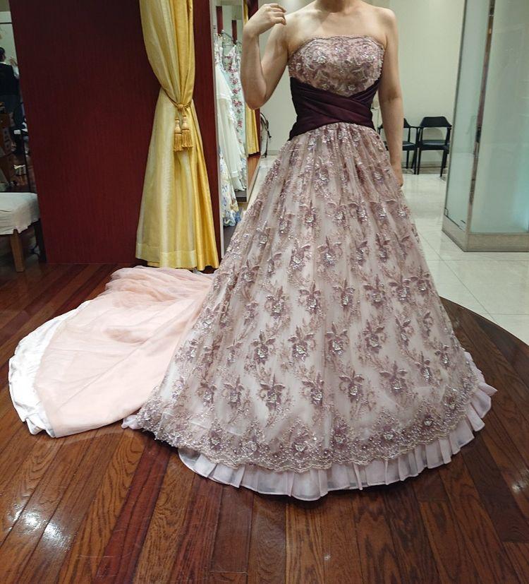 クラシックな雰囲気の花柄ドレス