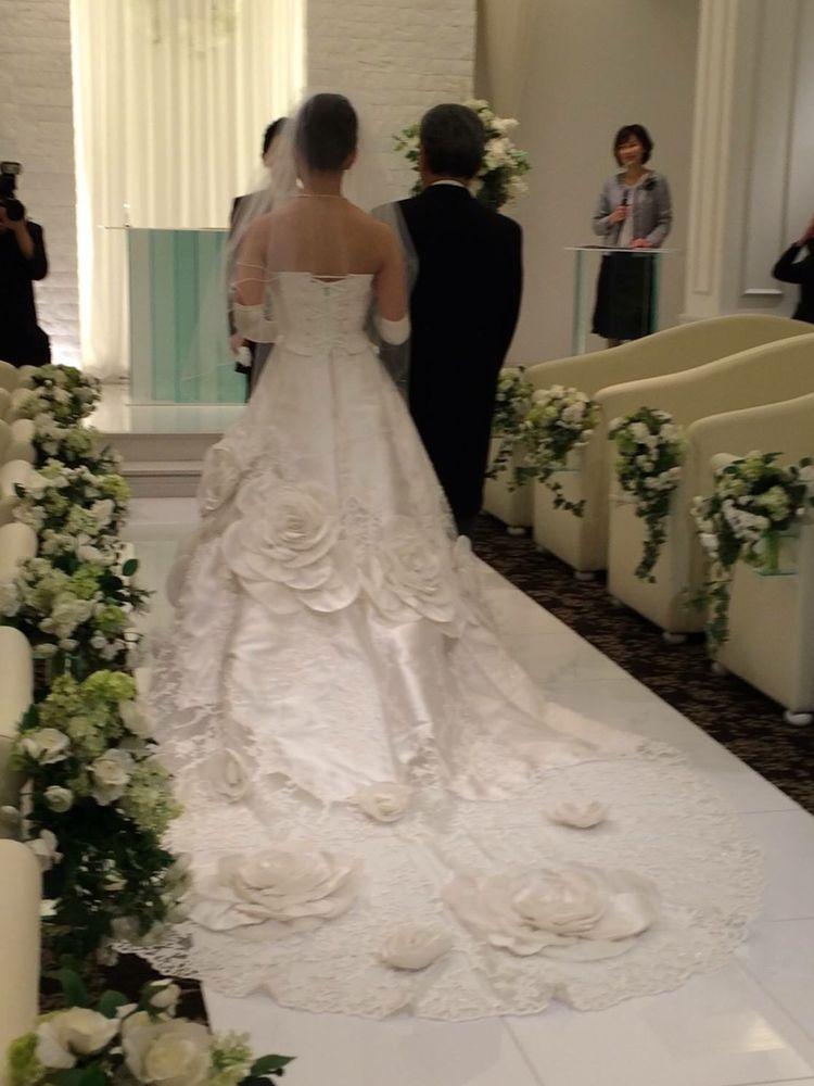 バラが印象的!王道Aラインウエディングドレス
