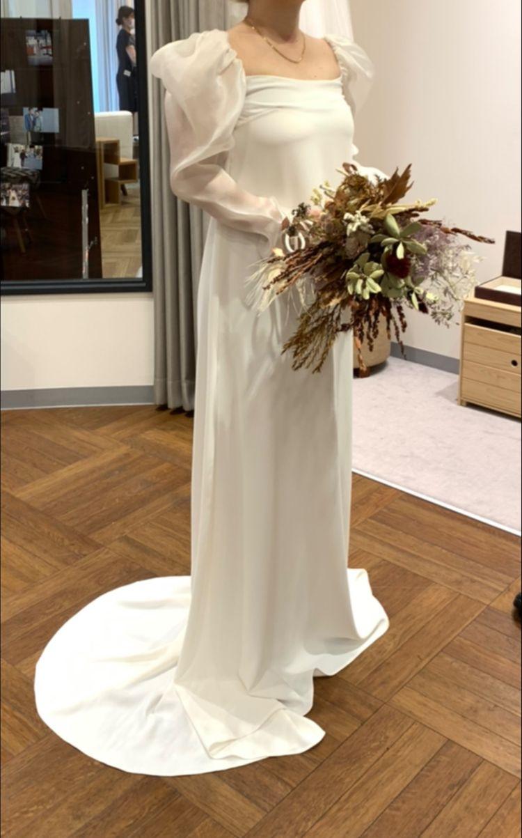 パフスリーブの可愛いドレス