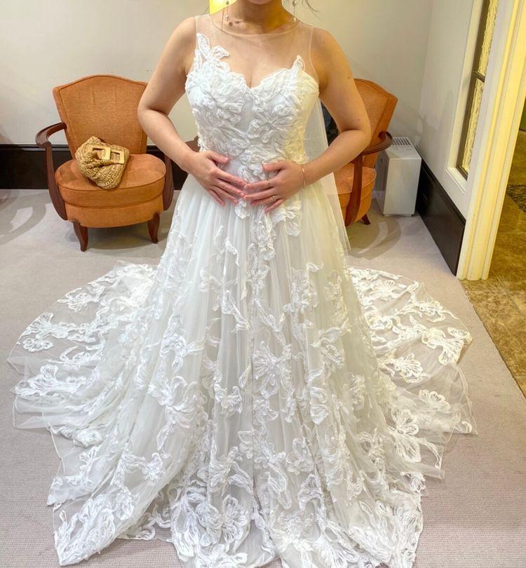 花弁刺繍のドレス