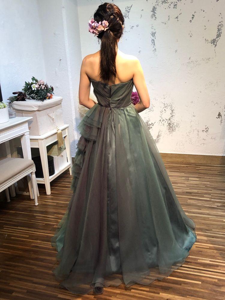 ダークグリーンのシックなドレス
