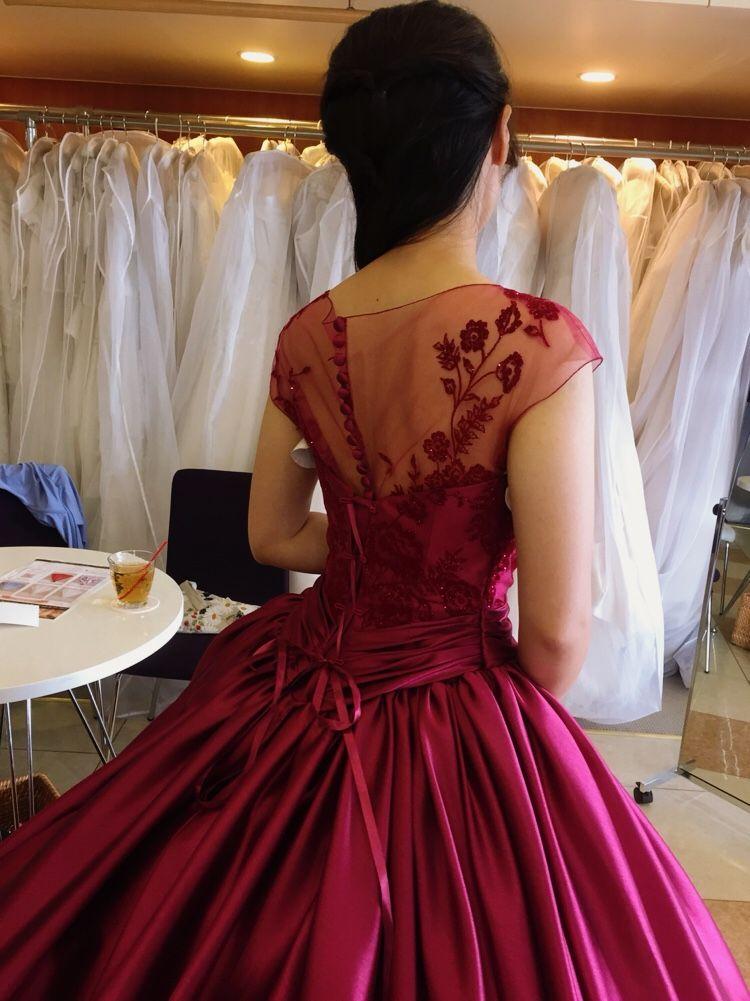 ワインレッドのシンプル大人ドレス