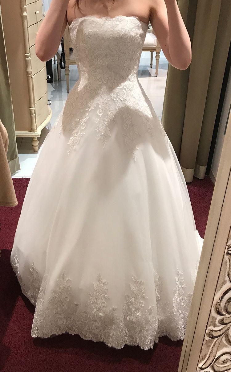 シンプルで刺繍が繊細な可愛らしいドレス