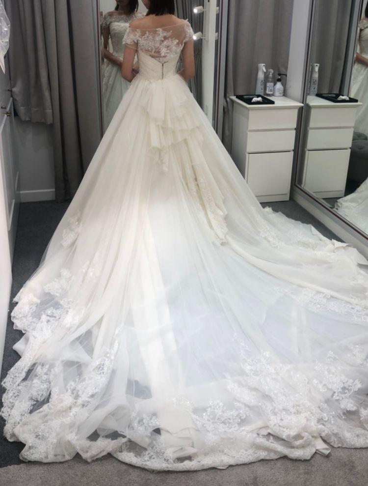 トレーンが綺麗なドレス