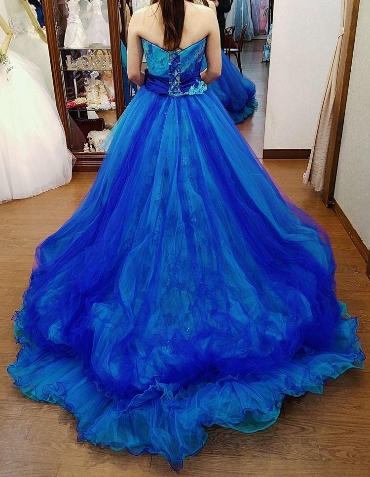 大人っぽいブルーのバルーンドレス