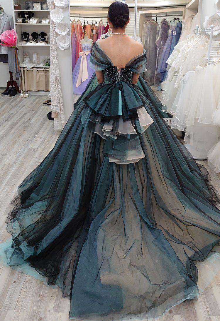 大人の女性らしいエレガントなドレス