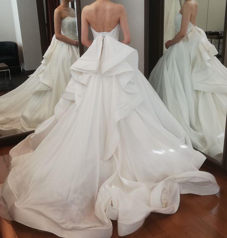 ボリュームのあるウェディングドレス