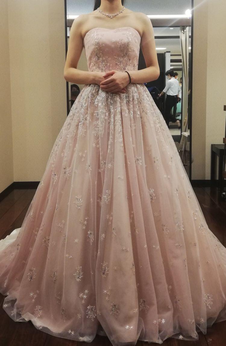 春らしい桜色ドレス
